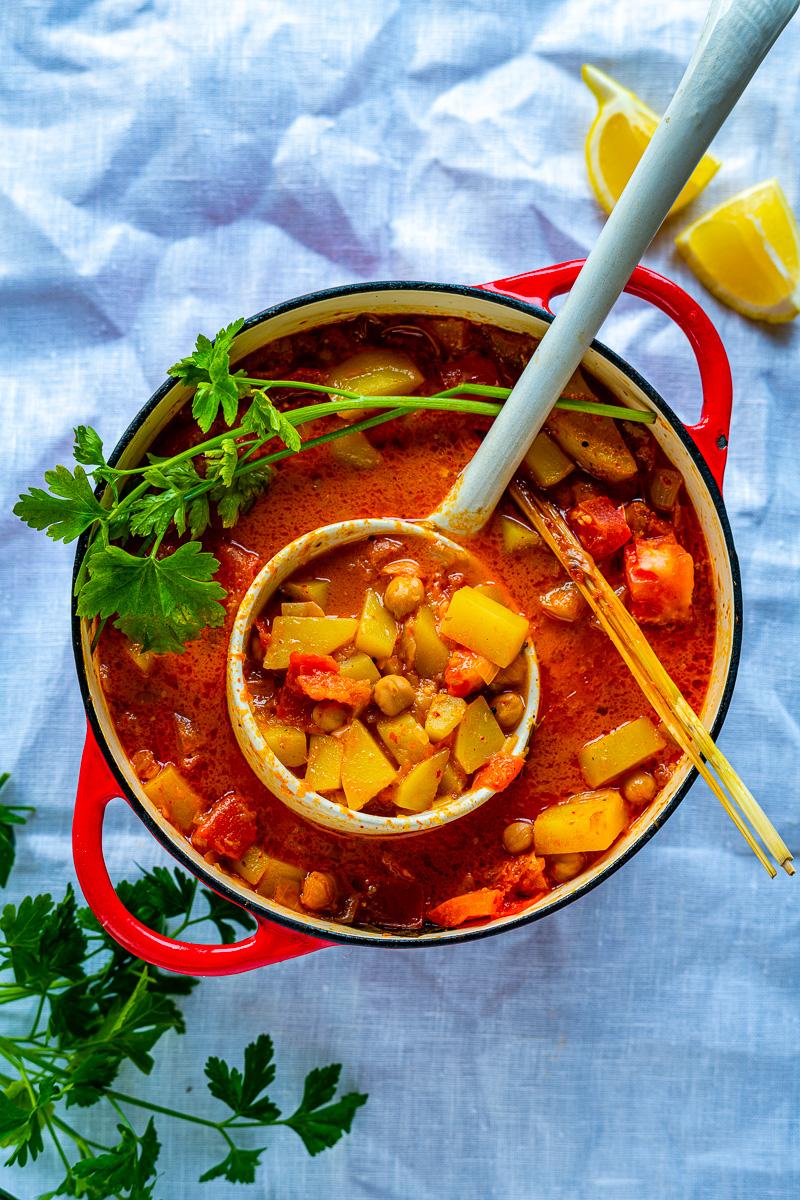 Kartoffelcurry mit Kichererbsen